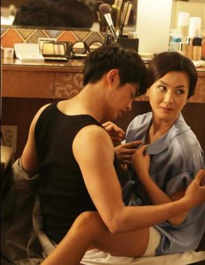 """김혜선, 전라 노출 촬영 당시 에피소드 공개… """"나는 괜찮은데 매니저가 도저히 못 보겠다고 울먹이면서 뛰쳐나가"""""""