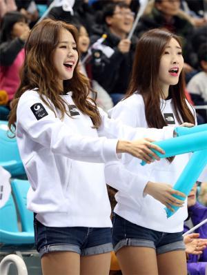 [e-포토] 박기량, 평창패럴림픽 아이스하키 열띤 응원전